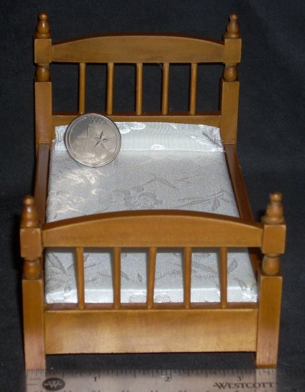 Bed Single Walnut White Spread 1:12 Dollhouse Miniature #M1895 - Click Image to Close